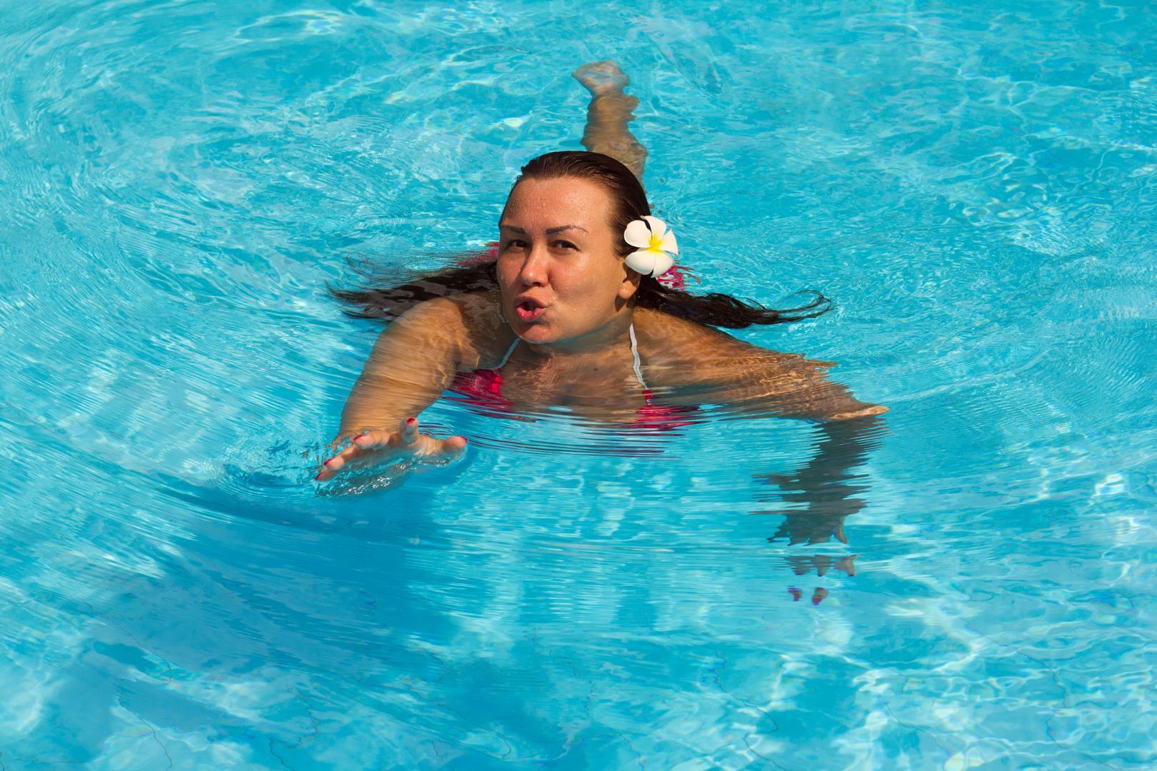 Как испольовать бассейн для похудения