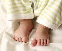 Stopy niemowlęcia mają naturalnego platfusa - fizjologicznego (fot. sxc.hu)