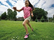 """Do walki z płaskostopiem specjaliści polecają buty typu """"pięć palców"""" (fot. materiały sponsora)"""
