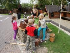 Warownia Pszczyńskich Rycerzy organizuje przeróżne zajęcia i pokazy dla dzieci (fot. materiały Warowni)