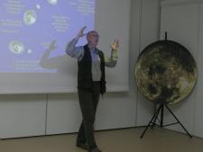 Spotkanie w Muzeum Górnośląskim podczas Międzynarodowej Nocy Obserwacji Księżyca (fot. T. Szemalikowski)