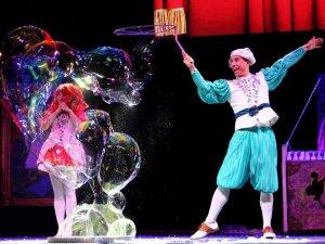 Teatr Baniek Mydlanych to niecodzienne, edukacyjne widowisko teatralne (fot. mat. Teatru Baniek Mydlanych)