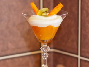 Chłodna galeretka marchewkowa jest idealnym deserem w upalne dni (fot. Sylwia Kościelny)