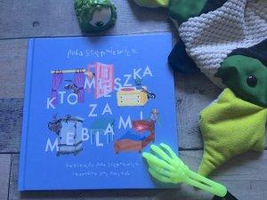 """Mamy dla Was 2 egz. książki pt. """"Kto mieszka za meblami"""" (fot. Ewelina Zielińska/SilesiaDzieci.pl)"""