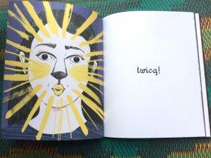 Każda strona to dla młodego czytelnika zaskoczenie i świetna zabawa (fot. Ewelina Zielińska/SilesiaDzieci.pl)