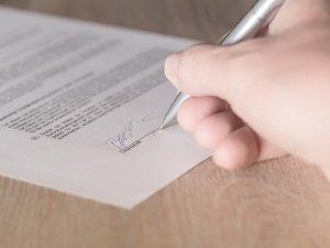 Od 6 września odbiór każdego dokumentu szkolnego będzie musiał być pokwitowany przez rodzica (fot. pixabay)