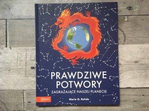 Książka ma formę atlasu (fot. Ewelina Zielińska/SilesiaDzieci.pl)