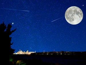 W nocy z 27 na 28 lipca nastąpi całkowite zaćmienie Księżyca, a 12 sierpnia, od godz. 21 będziemy podziwiać deszcz meteorytów (fot. pixabay)