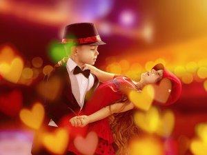 Bal karnawałowy dla dzieci odbędzie się w Klubie Styl 70, obok, w sali restauracyjnej, rodzice zjedzą w tym czasie romantyczną kolację (fot. pixabay)