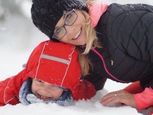 Brak odpowiedniego zabezpieczenia skóry przed zimnem, może spowodować suchość, zaczerwienienia, a nawet pękanie naskórka (fot. pixabay)