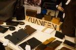 Poza tkaninami i drewnem oglądaliśmy piękne wyroby ze skóry (fot. mat. FB Silesia Bazaar)