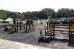 W Parku Księża Góra znajduje się basen, plac zabaw, park linowy, a nawet rampa do ewolucji na deskorolkach (fot. Agnieszka Mróz/SilesiaDzieci.pl)