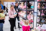 Na stoiskach znajdziemy ubranka, kosmetyki, mebelki, a także ręcznie wykonane zabawki (fot. mat. organizatora)