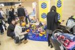Maluchy znurzone oglądaniem stoisk mogły budować z klocków (fot. mat. Silesia Bazaar)