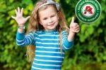 Opaski są wykonane z trwałego i bezpiecznego dla skóry dziecka materiału (fot. mat. prasowe Auchan)