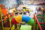 W nowej sali zabaw znajduje się 6-piętrowy labirynt z wieloma zjeżdżalniami i trasami saneczkowymi (fot. mat. bawialni)