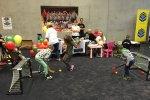 Swoich sił dzieciaki mogły spróbować również w hokeju (fot. mat. Silesia Dzieci)