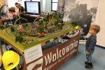 Dużym zainteresowaniem cieszyła się makieta kolejowa na stoisku WALCOWNI (fot. mat. SilesiaDzieci.pl)
