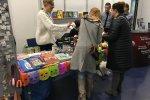 Na stoisku Fundacji For Animals można było nabyć książeczki, zabawki, biżuterię i wesprzeć zwierzęta (fot. mat. SilesiaDzieci.pl)