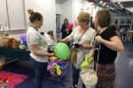 Fundacja Cząstka Ciebie oferowała balony i malowanie buzi w zamian za wsparcie swoich podopiecznych (fot. mat. SilesiaDzieci.pl)