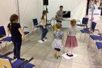 """Podczas warsztatów """"Nie pójdę z nieznajomym"""" dzieci poprzez zabawę poznawały asertywne sposoby zachowań (fot. Silesia Dzieci.pl)"""