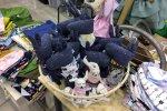 Na stoiskach królowały ręcznie robione lale, misie i inne przytulanki (fot. SilesiaDzieci.pl)