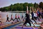 Zajęcia z jogi będą odbywać się we wtorki o godz. 10, czwartki o godz. 17 i soboty o godz. 10. Od 19 czerwca zamiast czwartków będą środy z jogą o godz. 18 (fot. mat. MOSIR Tychy)