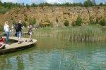 Nad zbiornikiem odpoczniemy na ławeczkach, pomoście lub w drewnianych altankach (fot. mat. Agnieszka Mróz/SilesiaDzieci.pl)