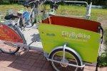Dostępne są również rowery typu cargo, którymi można przewozić dzieci oraz ładunki do 100 kg (fot.  Katarzyna Esnekier/SilesiaDzieci.pl)