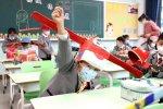 Na pomysł nietypowych czapek wpadła jedna z chińskich szkół (fot. Fb/Sixth Tone)