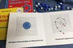 W książce znajdziemy proste, schematyczne ilustracje (fot. mat. Ewelina Zielińska/SilesiaDzieci.pl)