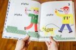 """""""Klapu klap"""" to ciekawa propozycja dla najmłodszych od wydawnictwa Babaryba (fot. Ewelina Zielińska)"""