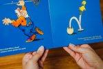 Uciekający kurczak ścigany przez dziadka rozbawi czytelnika (fot. Ewelina Zielińska)