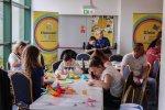 Dużym zainteresowaniem cieszyło się również stoisko origami Uniwersytetu Śląskiego Dzieci (fot. Justyna Dziwińska)