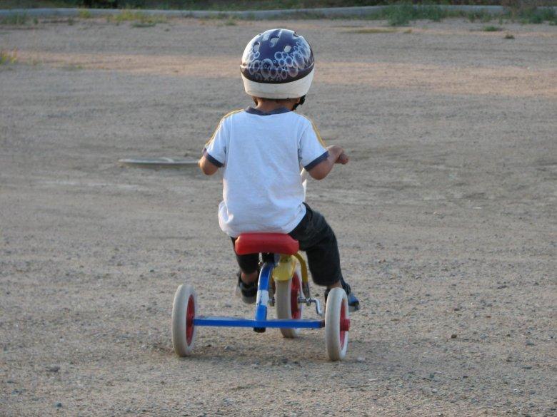 Wystarczy jednak znać kilka trików, aby nauczyć pociechę jeździć na rowerze (fot. sxc.hu)