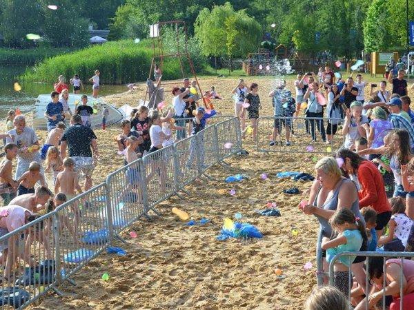 Wielka bitwa na balony z wodą odbędzie się 19 sierpnia nad zbiornikiem wodnym Stawiki (fot. mat. organizatora)