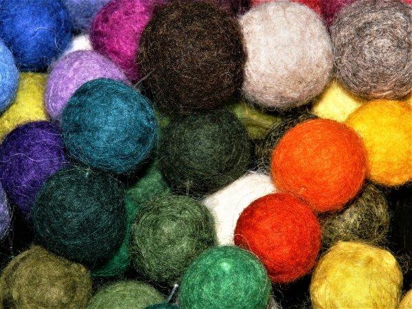 Filc jest bardzo wdzięcznym wyrobem włókienniczym, podatnym na kształtowanie (fot. pixabay)