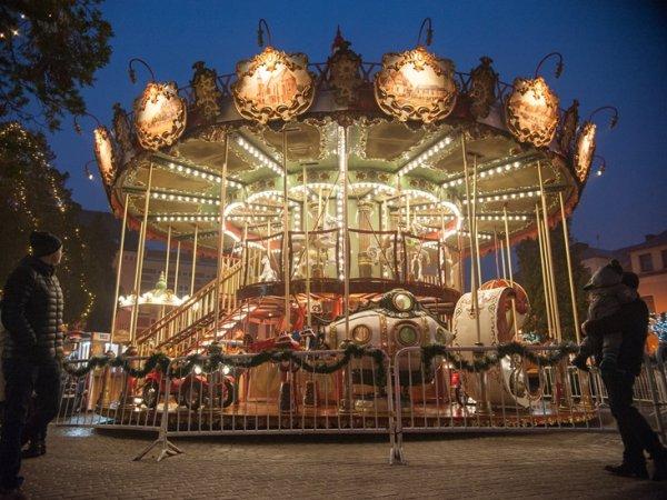 """Karuzela """"Żorzanka"""" przyjechała do Żor z Francji. To najpiękniejsza ozdoba tego typu kraju i jedna z piękniejszych w Europie (fot. mat. UM Żory)"""