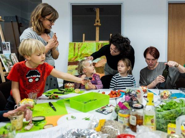 Zajęcia skierowane są do rodziców i dzieci powyżej 3. roku życia (mat. fot. UM Chorzów)