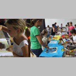 Zabawki, dekoracje, modele przestrzenne z recyklingu będzie można stworzyć podczas tych warsztatów (fot. materiały BWA)