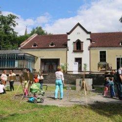 Uczestnicy warsztatów ukryją skrzynki wokół obiektów SCK (fot. FB SCK Zameczek)