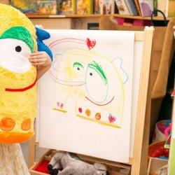 Maja Mencel odwzorowuje wiernie wszystkie detale z dziecięcych rysunków (fot. Maja Mencel)