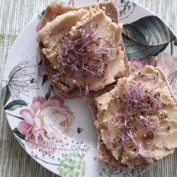 Hummus to popularna pasta wywodząca się z Bliskiego Wschodu (fot. mat. Agnieszka Mróz/SilesiaDzieci.pl)