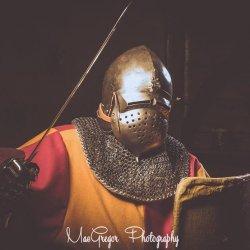 W czasie turnieju nie zabraknie pieczołowicie odtwarzanych tarcz, hełmów czy średniowiecznych mieczy (fot. Mac Gregor Photography)