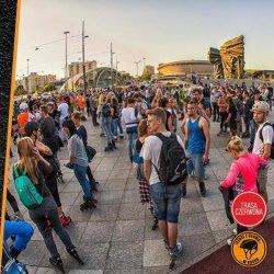 Z edycji na edycję nightskating przyciąga coraz więcej uczestników (fot. mat. organizatora)