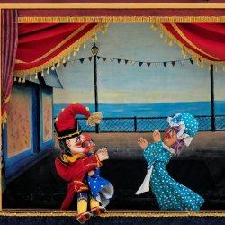 Na zajęciach w bibliotece dzieci dowiedzą się jak wygląda praca w teatrze (fot. foter.com)