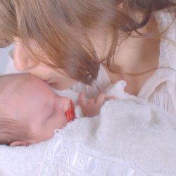 O zaburzeniach emocjonalnych po porodzie pisze położna Danuta Przybyłko (fot. foter.com)
