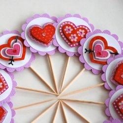"""Dekoracje w kształcie serc wykonacie na warsztatach z cyklu """"Pobudka Małego Artysty"""" (fot. foter.com)"""