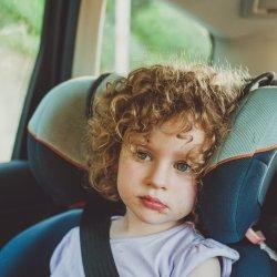 """Co zabrać w podróż z dziećmi? Swoimi pomysłami dzielą się ambasadorzy akcji """"Bezpieczne dziecko w podróży"""" (fot. foter.com)"""