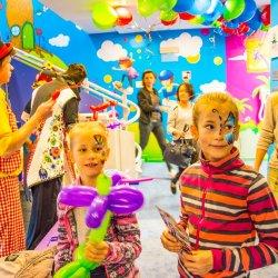W kolorowej miejskiej bawialni dzieci z Będzina mogą bawić się codziennie za złotówkę (fot. mat. prasowe)